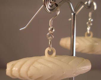 Ivory coloured vintage toggle earrings
