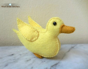 Small stuffed duck hand sewn in yellow felt, felt duck, country decor stuffed felt animal, soft toy