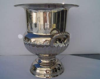 Bucket champagne  silver plated.. Cooler bucket champagne silverplate vintage bucket