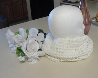 woman cowl, handmade cowl, crochet cowl, white cowl, warm cowl.
