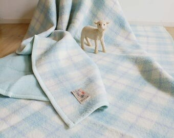 HUGE vintage cropped wool blanket. Large double-sided retro double bedspread of AaBee