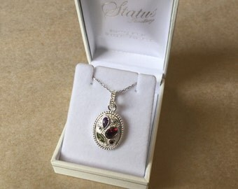 Pretty sterling silver oval pendant with necklace