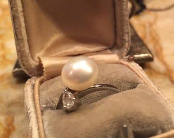 Genuine Large Pearl Fashion Ring sz 6