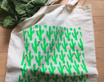 Totebag cactus and flowers: screen printing and embroidery