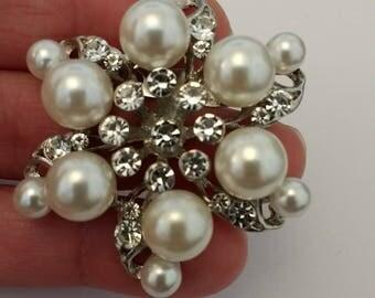 Stunning Pearl and Rhinestone Brooch......UK