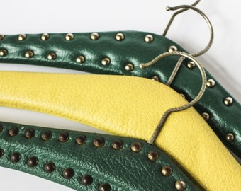 Vintage 70s coat hangers - Set of three in green and yellow - Leather look-alike and brass rivets