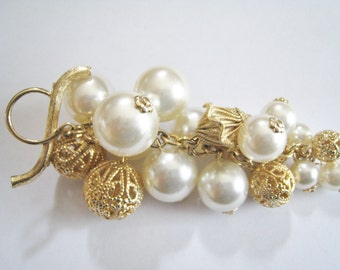 Cluster of Faux Pearls Dangle Pin