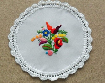 Hand embroidered Kalocsa doily with hand crocheted borders (KALDOI-TR-243)