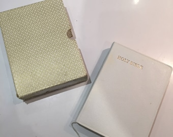 Vintage Retro Collins white 1950s 50s boxed Holy Bible New / Old Testament 1952