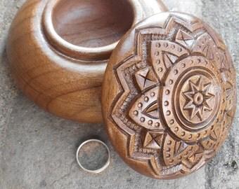 "1pc. Jewelry box Round carved wooden box Wood Carved Box Necklace Jewelry Gift Box Wedding gifts 4"" souvenir Dark walnut Шкатулка"