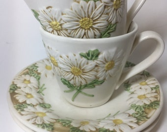 Vintage Daisy Floral Pattern, Poppy Trail by Metlox, Cup with Saucer set of 2