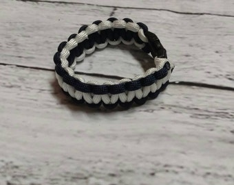 Black and white Paracord bracelet, 550 Cord