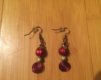 Earrings in red and gold. Free shipping
