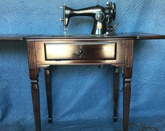 Antique Vintage Singer Model AG381470 Sewing Machine with Table / Cabinet