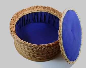 Round Vintage Woven Wicker Sewing or Knitting Basket With Blue Lining,  Retro Craft Basket, Vintage Sewing Box, Vintage Knitting Basket