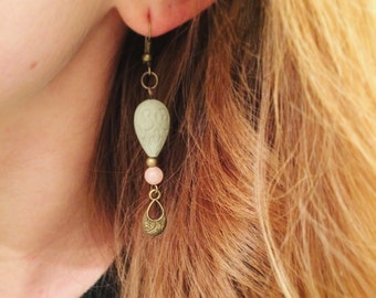 Earrings in antique brass and porcelain