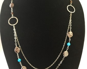 Double chain chocolate and turquoise.