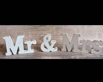 Wooden Mr & Mrs Sign, Shabby Chic home decor, Wedding decoration, Wedding Gift