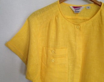 1980s boxy yellow blouse with double pocket detail by HONORS SPORT size 9