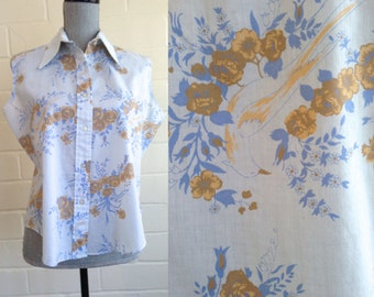 Vintage 60s light blue sleeveless blouse / button-up floral summer top / birds and flowers
