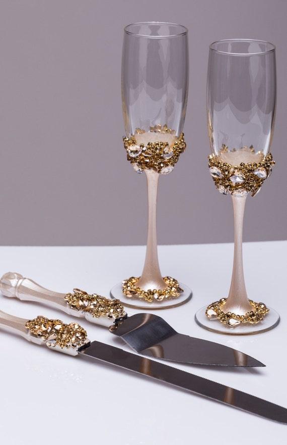 gold wedding glasses and cake server set wedding cake knife. Black Bedroom Furniture Sets. Home Design Ideas
