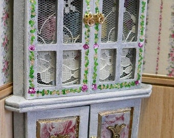 Hand-painted 1:12 bathroom corner cupboard with accessories