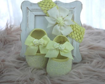 Baby shoes with matching head band in yellow-shoes and head band with yellow satin roses-set baby shoes and head band yellow