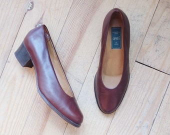 Vintage leather retro pumps 38