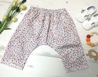 White ditsy floral girls harem pants. Drop crotch style, cottom harems. 3 months - 6 years.