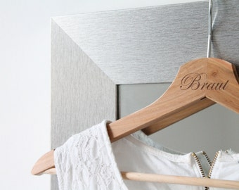 "Coat hanger ""Bride"" / ""Groom"" wedding dress / photo accessory / engraved handle of wood"