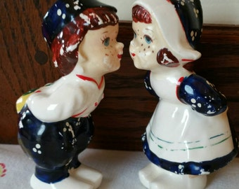 Vintage Dutch boy Romancing a Dutch girl leaning for a Kiss salt and pepper shakers made in Japan