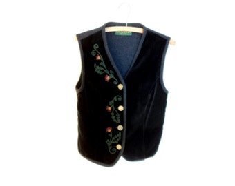 Velvet women tank top. Jacket with embroidery. Sleeveless velvet and wool jacket. Giesswein vintage in good condition.