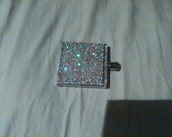Crystal embellished hip flask. As seen on TV at the Grammy's with Rhianna. Holds 2oz of liquor. Stunning.