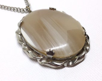 Vtg Agate Necklace Polished Stone in Silver Tone Chain Ornate Setting Vintage Bohemian JewelryArtisan Necklace