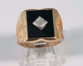 14K Yellow Gold Mens Black Onyx and Diamond Ring, Size 7.5