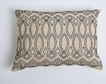 Par Black Beaded pillow