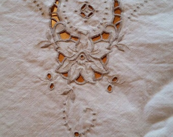 Vintage tablecloth with 4 napkins