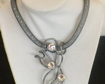 Metal mesh necklace with Swarovski crystals