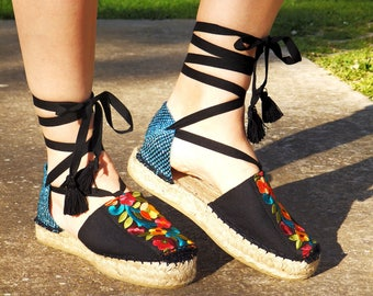 Platform sandals with multicolored embroidery