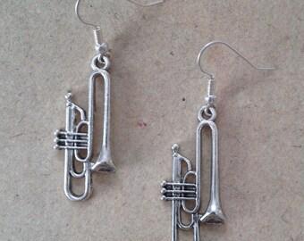 Trumpet earrings silver