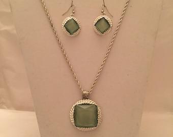 Green Ice Pendant Jewelry Set