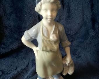 Lladro stijl beeldje, schoenmaker, schoenmaker, Boy beeldje, Collectible keramiek, China, Vintage beeldje, Collectible beeldje, schoenpoetsers