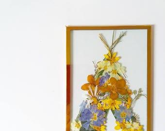 Teepee-shaped frame Herbarium - pressed flowers