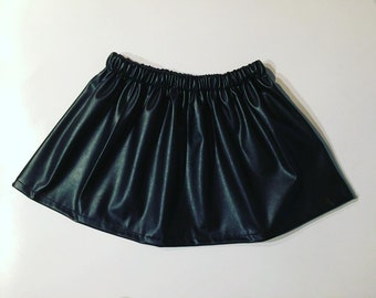 Skirt elastic leatherette is the size. Different sizes available. Hand made in France