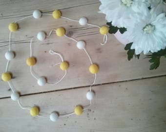 Daisy chain feltball garland handmade inspired by garden, botanical summer flowers. Home, nursery decoration. Baby shower gift, bunting girl