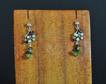Loops Ampelos - earrings silver leaves Garnet and peridot