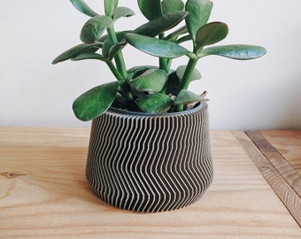 Minimalist Geometric Wood Planter for your succulents or cacti / Made in France