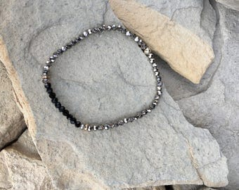 Gray faceted glass skinny stretch bracelet