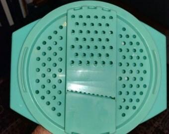 Vintage Tupperware Cheese Grater / Shredder with bowl - Jadeite - 786 / 787