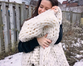 Chunky Giant Knit Throw Blanket - in *cream*